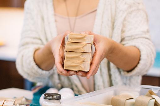 Savon saponifié à froid une fabrication artisanale